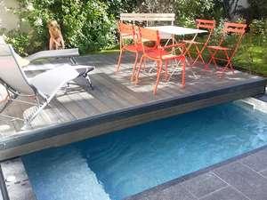 terrasse qui glisse sur la piscine