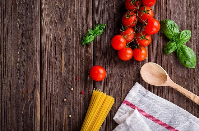 légumes sur une table en bois