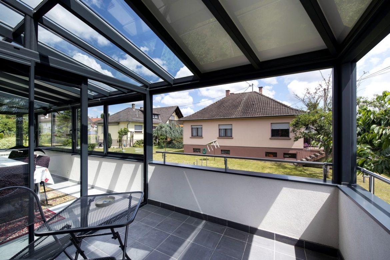 Balcon avec toit vitré
