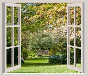 Fenêtre anglaise ouverte vers un jardin