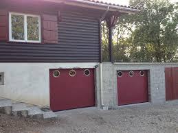 porte de garage pourpre