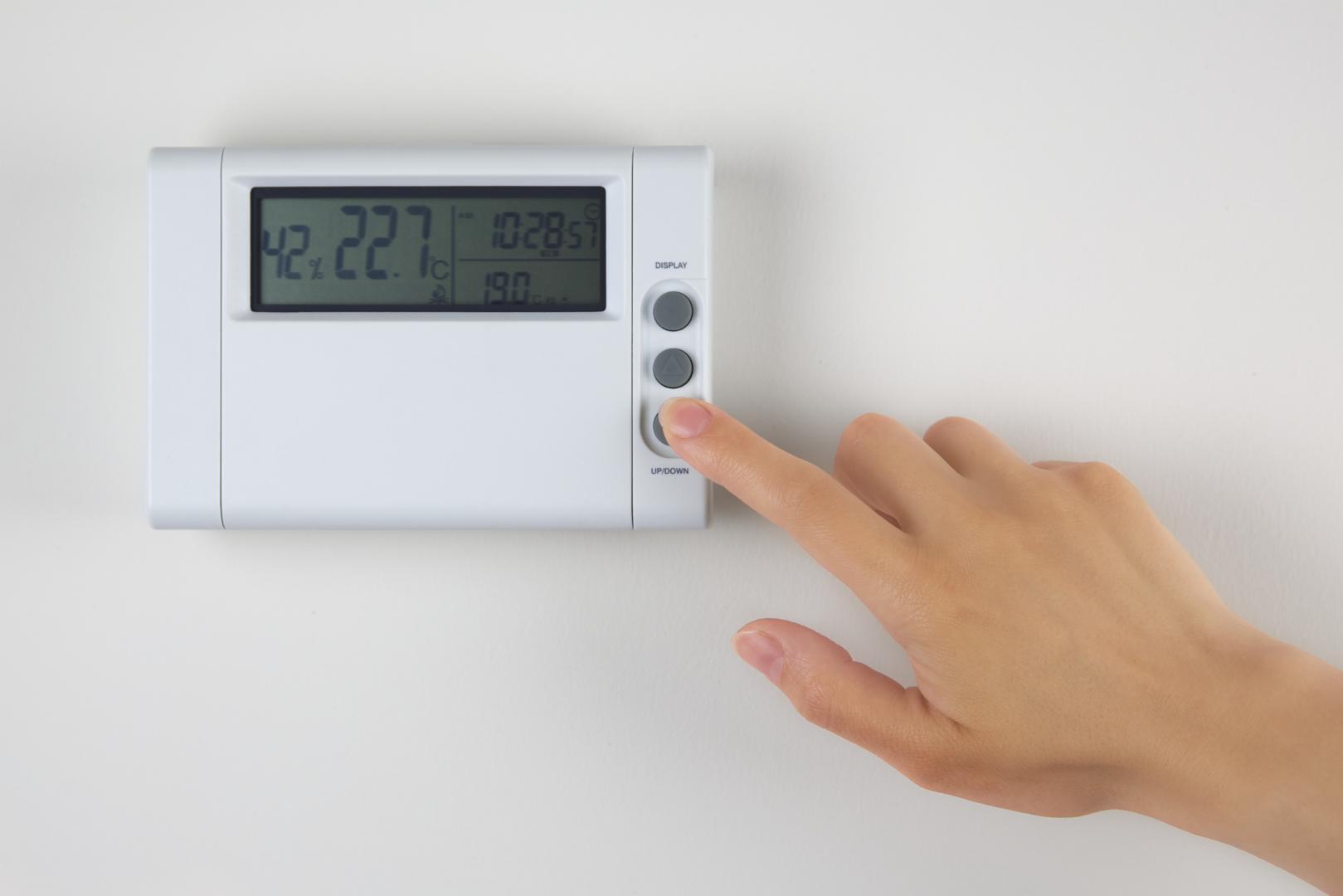 maisn femme thermomètre