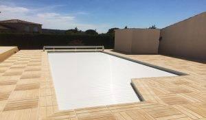 couvrir piscine lames pvc