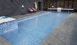 rideau de piscine volets lames en polycarbonate