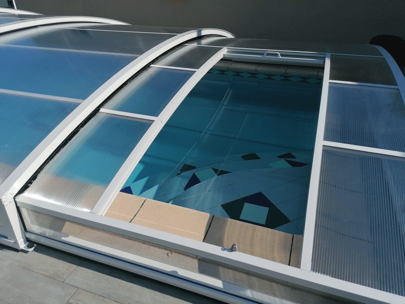 abri de piscine bas avec trappe