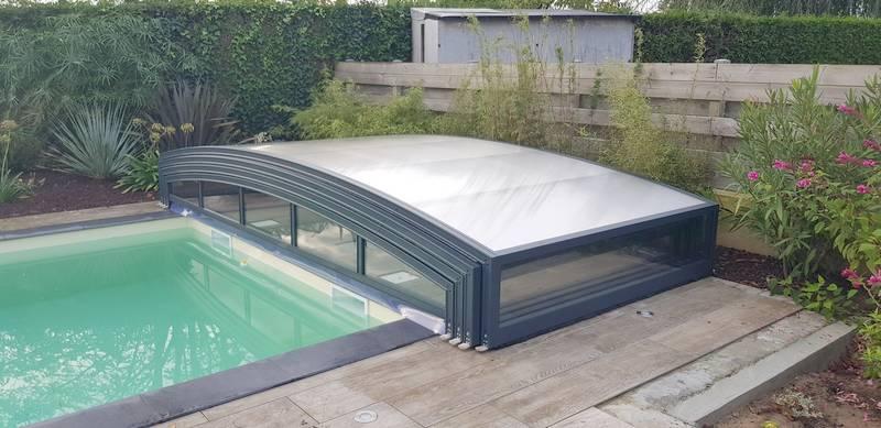 abri piscine rangé